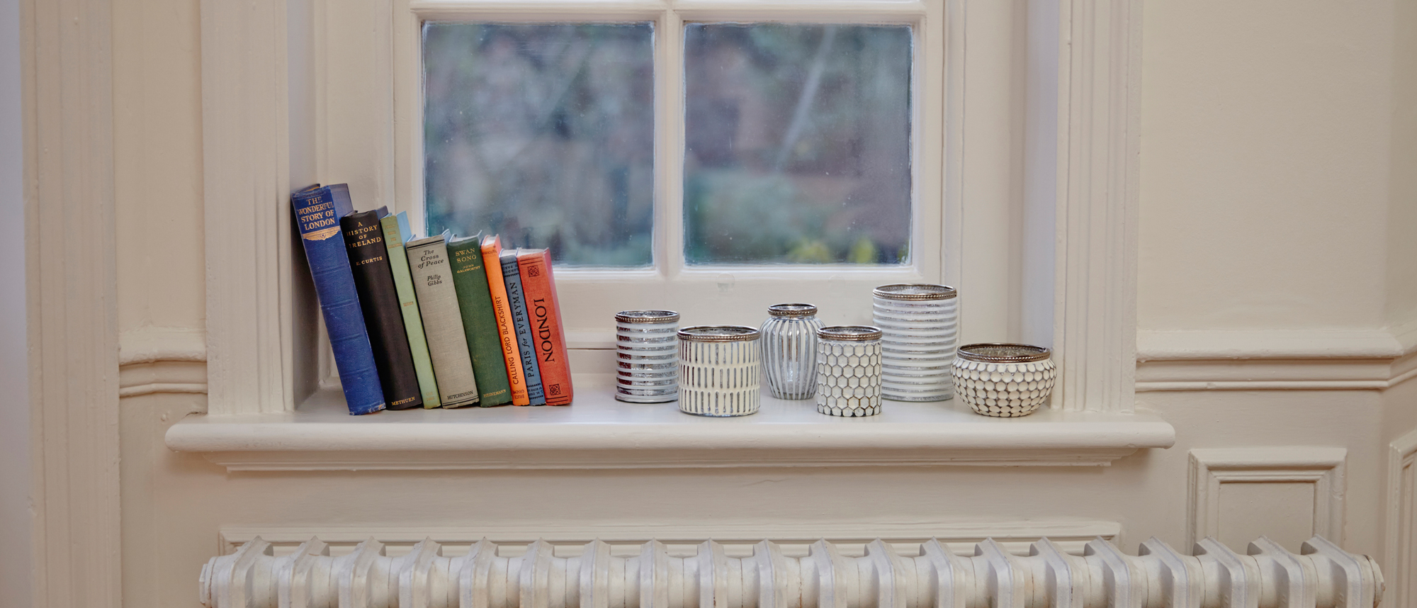 4 Ways to organise your bookcase