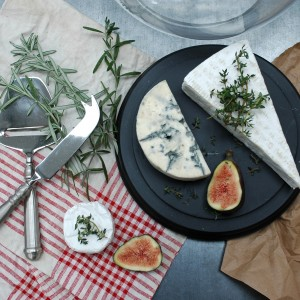 Cheese dome and utensils
